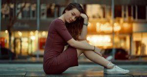 rochie cu pantofi sport