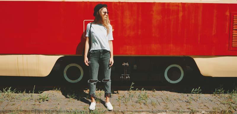 sfaturi pentru purtat pantofi sport cu blugi